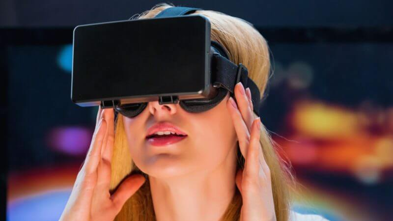 How marketers are wrestling with virtual reality's adoption issue