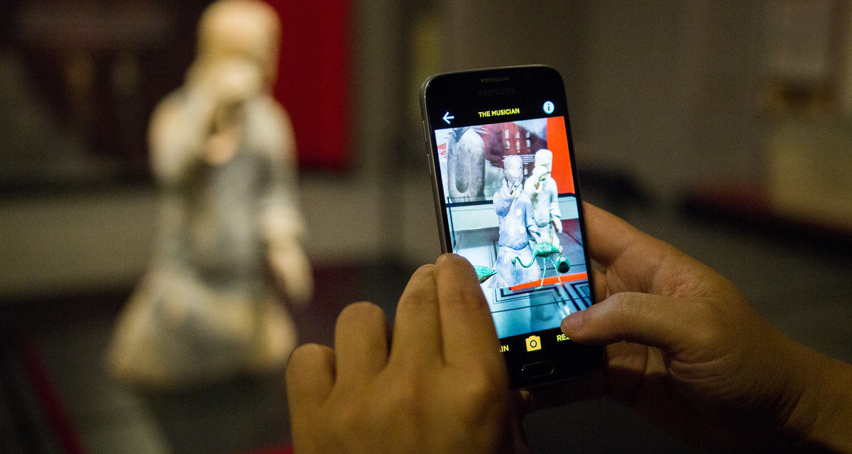 How to use Augmented Reality in museums: examples and use cases